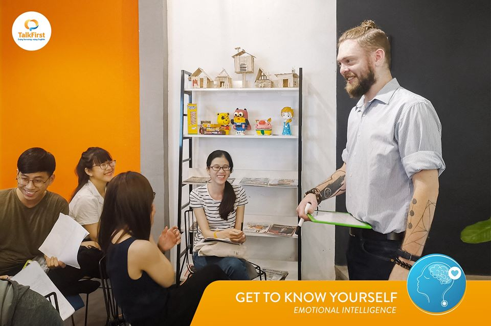 CREATIVE CLASS: Get To Know Yourself!